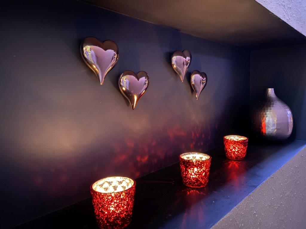 Ruhe und Entspannung auf höchstem Niveau - Dekoration, Herzen, Kerzen, Licht, Vase - (Sauberg, Wagerberg, Steiermark, Österreich)