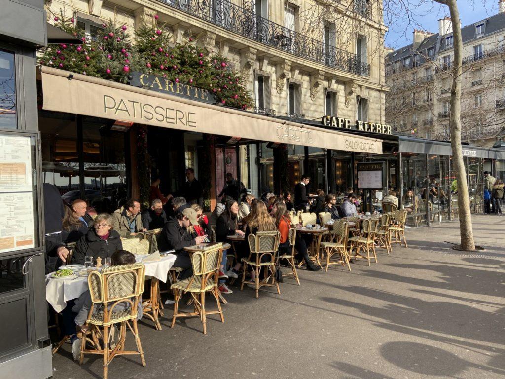 Savoir Vivre Live - Café, Gastgarten, Gastronomie, Gaststätte, Kaffeehaus, Kaffeehauskultur, Kaffeehaustradition, Paris, Restaurant, Schanigarten, Stühle, Tische - (Paris 16 Passy, Paris 16, Île-de-France, Frankreich)