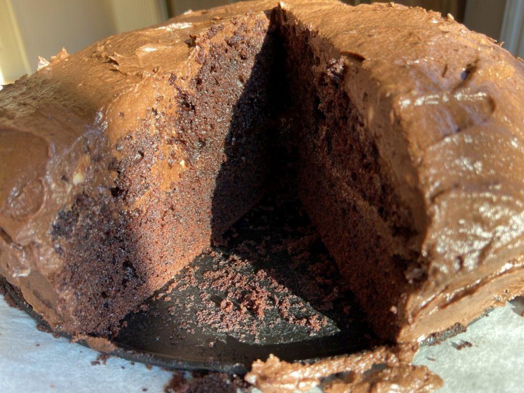 Meine Schokoladenseite habe ich aufgegessen. - Chocolate-Frosting, Dessert, Essen, Kuchen, Mud Cake, Schokolade, Schokoladenkuchen - (Niederleis, Niederösterreich, Österreich)