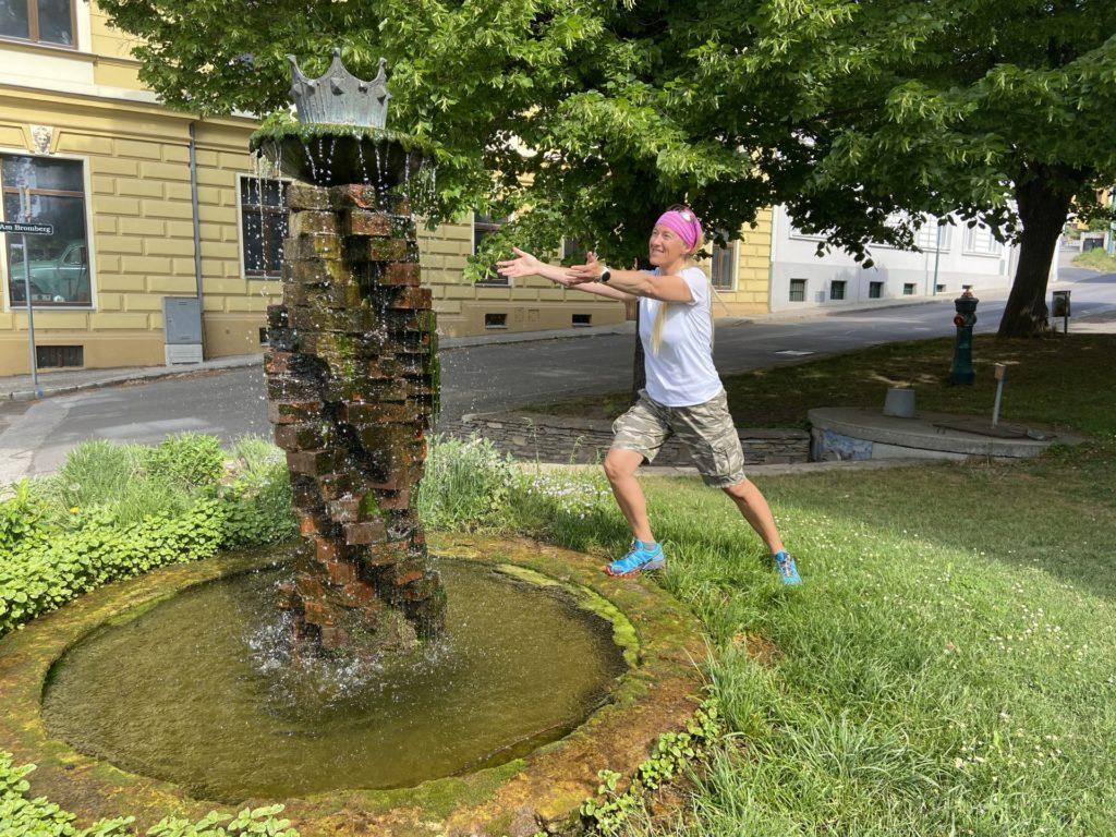 Abkühlung gefällig? - Brunnen, Skulptur, Springbrunnen, Stein, Wasserbrunnen - HOFBAUER-HOFMANN Sofia - (Königsbrunn, Hippersdorf, Niederösterreich, Österreich)