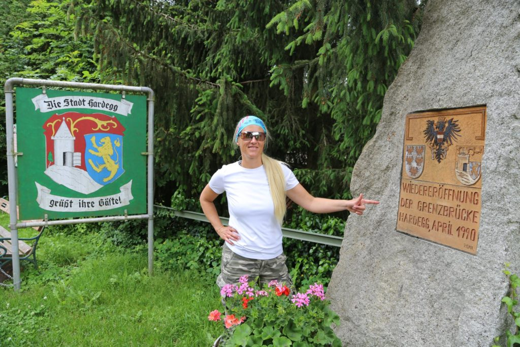 Grenzgängerin - Nationalpark Thayatal, Personen, Schild, Tafel, Thayatal - HOFBAUER-HOFMANN Sofia - (Hardegg, Niederösterreich, Österreich)