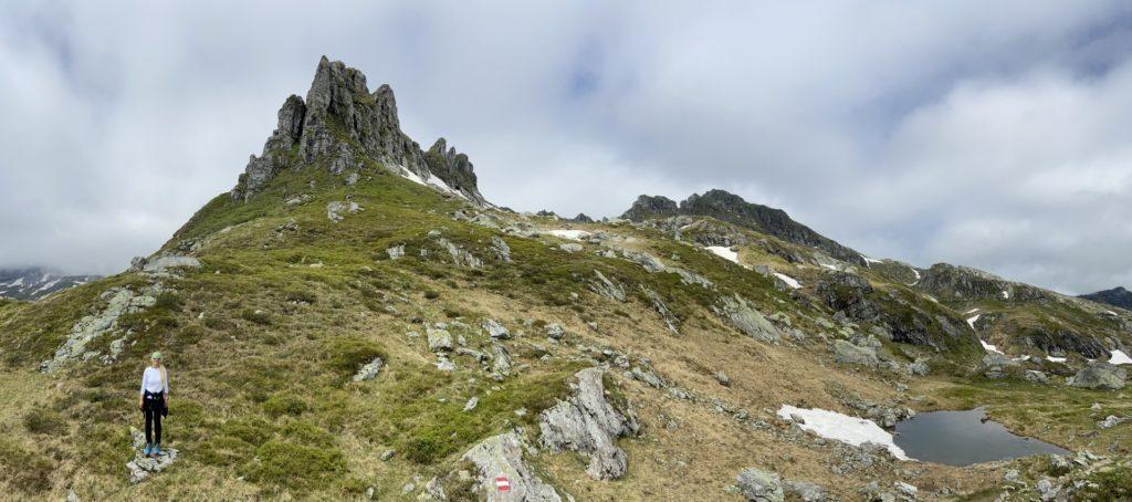 Über 2000 Meter ist alles leichter - Gebirge, Giglach Höhenweg, Himmel, Kampspitze, Panorama, Person, Personen, Schladminger Tauern, Wandern, Weg, Wolken - HOFBAUER-HOFMANN Sofia - (Postlehen, Obertauern, Salzburg, Österreich)