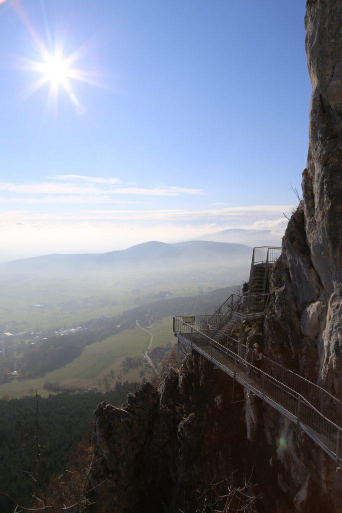 Ich wollt schon immer eine Gemse sein .. - Ausblick, Aussicht, Felsenpfad, Felswand, Gestein, Himmel, Hohe Wand, Horizont, Landschaft, Natur, Panorama, Stahlbau, Stahlkonstruktion, Wolken - (Stollhof, Niederösterreich, Österreich)