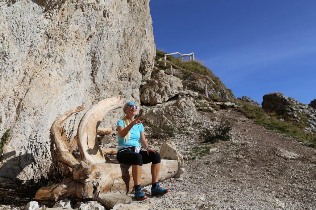 Pause! Gib mir meine Jause! - Bank, Dolomiti, Grödner Dolomiten, Langkofel, Langkofelgruppe, Langkofelrunde, Langkofelscharte, Passo Sella, Personen, Rasten, Sellajoch, Südtirol - HOFBAUER-HOFMANN Sofia - (Fossel, Campitello Di Fassa, Trentino-Alto Adige, Italien)