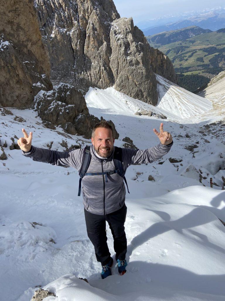 In diesem Gelände braucht er keine Hände! - Berge, Dolomiti, Forcella del Sassolungo, Gebirge, Grödner Dolomiten, Landschaft, Langkofel, Langkofelgruppe, Langkofelrunde, Langkofelscharte, Natur, Passo Sella, Personen, Schnee, Sellajoch, Südtirol, Tal - WEISSINGER Andreas - (Fossel, Campitello Di Fassa, Trentino-Alto Adige, Italien)