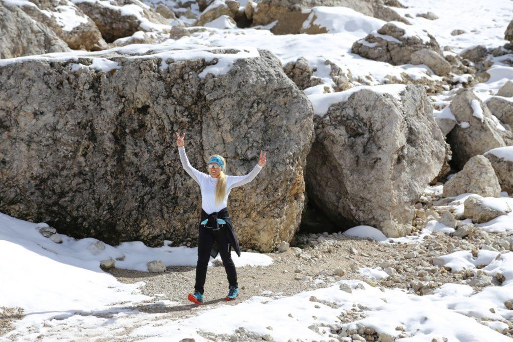Die Erleichterung ist groß - Dolomiti, Grödner Dolomiten, Langkofel, Langkofelgruppe, Langkofelrunde, Langkofelscharte, Passo Sella, Personen, Schnee, Sellajoch, Südtirol - HOFBAUER-HOFMANN Sofia - (La Selva, Selva, Trentino-Alto Adige, Italien)