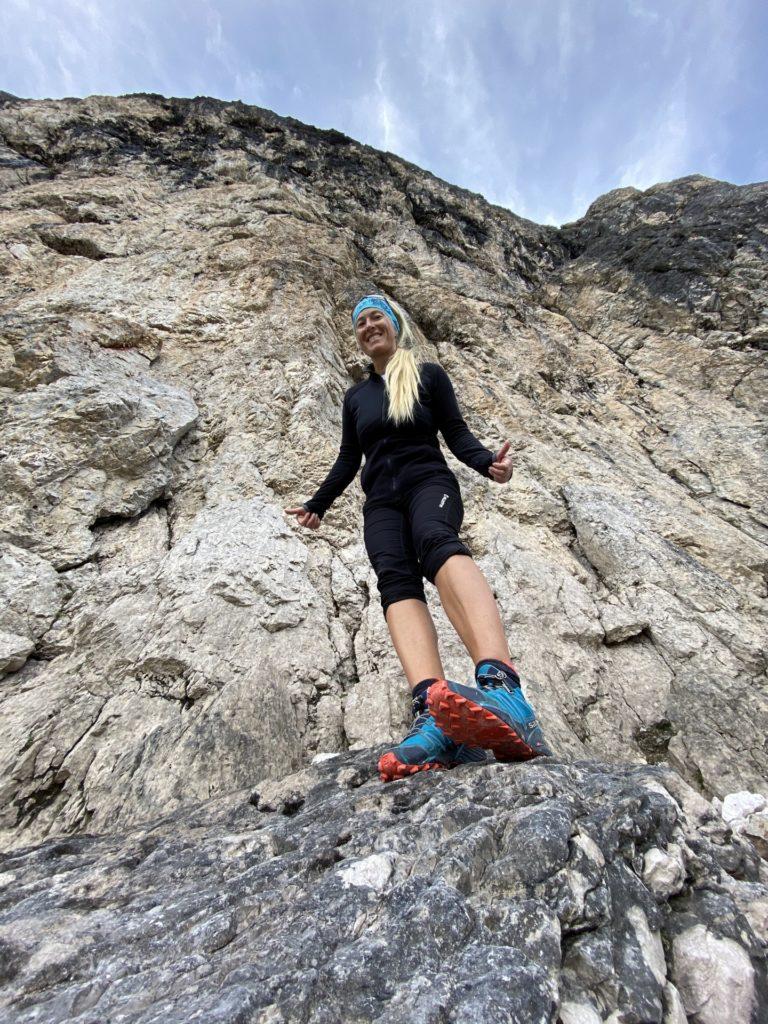 In den Dolomiten wachse ich über mich hinaus - Dolomiti, Felsen, Felswand, Grödner Dolomiten, Langkofel, Langkofelgruppe, Langkofelrunde, Langkofelscharte, Passo Sella, Personen, Sellajoch, Südtirol - HOFBAUER-HOFMANN Sofia - (La Selva, Selva, Trentino-Alto Adige, Italien)