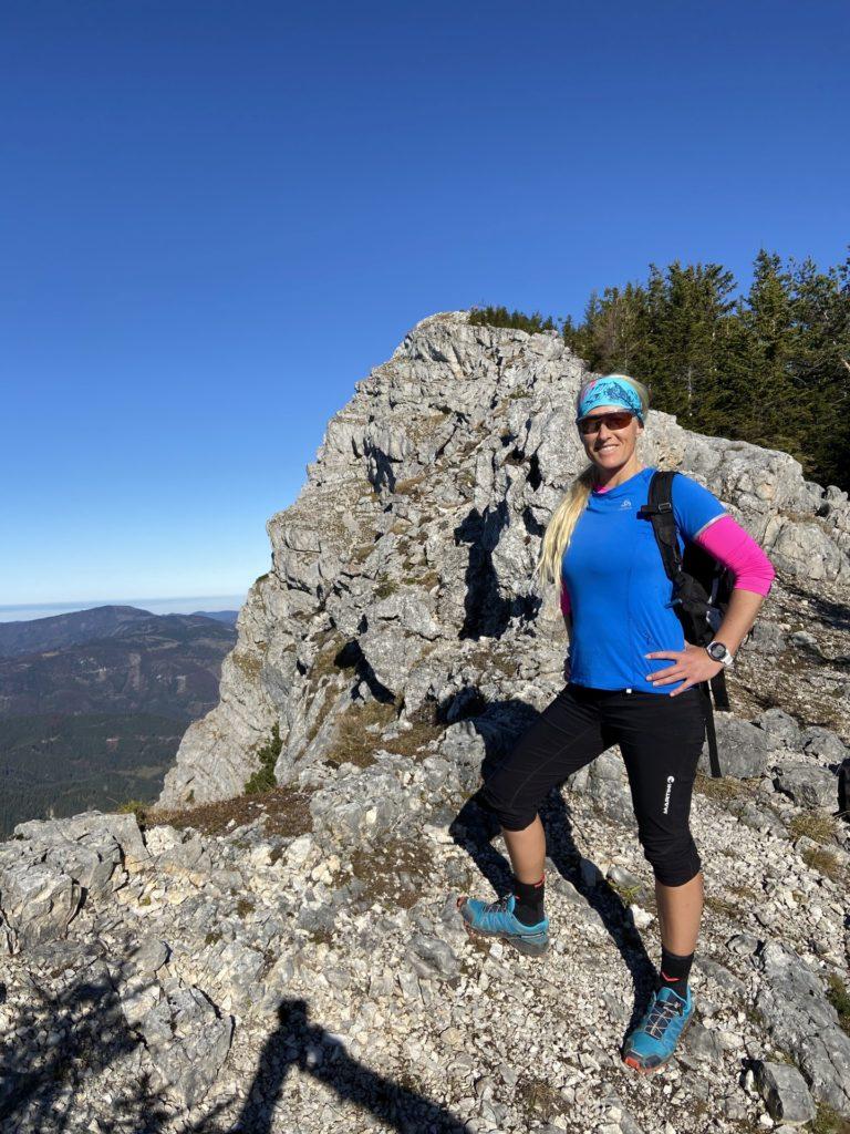 Am Berg ist blau meine Lieblingsfarbe - Berg, Felsen, Felswand, Gebirge, Gippel, Himmel, Mürzsteger Alpen, Personen, Pose, Positur - HOFBAUER-HOFMANN Sofia - (Gschaidl, Kernhof, Niederösterreich, Österreich)