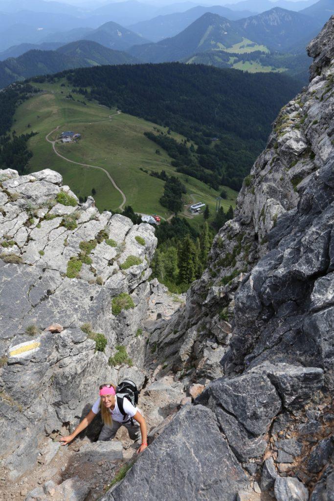Da rauf ist es nicht ohne, aber mich scherts nicht eine Bohne - Alpen, Ausblick, Aussicht, Berge, Fadensattel, Fadensteig, Fadenwände, Felsen, Felswand, Fernblick, Fernsicht, Geröll, Hochschneeberg, Landschaft, Panorama, Personen, Schneeberg, SchneebergBlog, Sommer, Steine - HOFBAUER-HOFMANN Sofia - (Losenheim, Vois, Niederösterreich, Österreich)