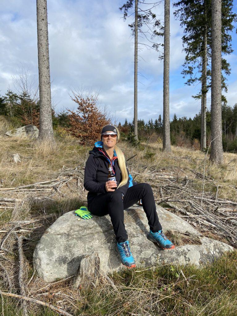 Fürs Wandern bin ich immer zu haben, für eine Pause auch! - Aufenthalt, Einkehr, Erholungspause, Halt, Himmel, Nebelstein Erlebnis-Wanderweg, Pause, Personen, Pose, Positur, Rast, Ruhepause, Verschnaufpause, Wolken, Wolkendecke - HOFBAUER-HOFMANN Sofia - (Maissen, Maißen, Niederösterreich, Österreich)