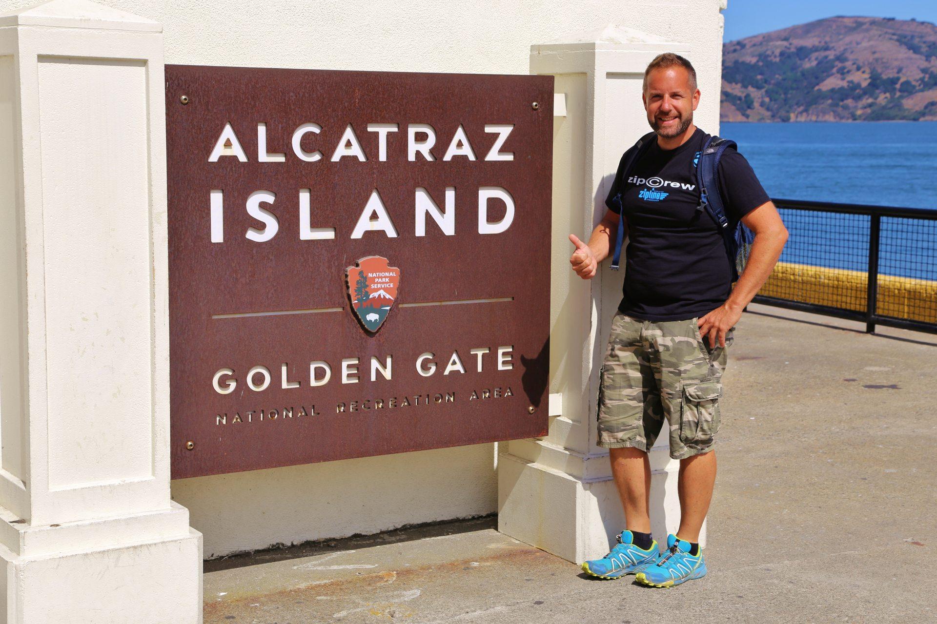 Alcatraz - Freiheit und Beklemmung liegen ganz nah beisammen! - Alcatraz, Bau, Eingangsbereich, Eingangsschild, Gefängnis, Häfen, Haftanstalt, Himmel, Justizvollzugsanstalt, JVA, Kalifornien, malerisch, Personen, Portrait, Porträt, San Francisco, Schild, Strafanstalt, Tafel, traumhaft - WEISSINGER Andreas - (Alcatraz, San Francisco, California, Vereinigte Staaten)