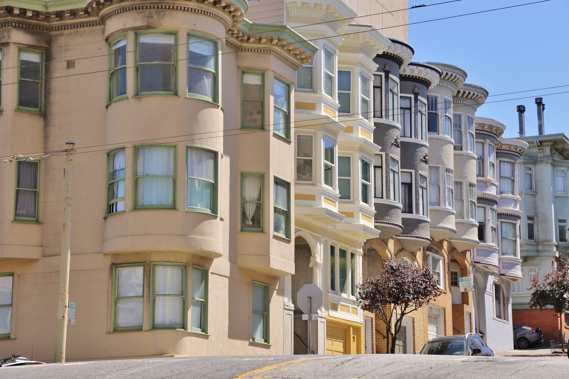 Viktorianische Prachtbauten in San Francisco - Architektur, Erker, Fassade, Gebäude, Häuser, Himmel, Kalifornien, San Francisco - (Russian Hill, San Francisco, California, Vereinigte Staaten)
