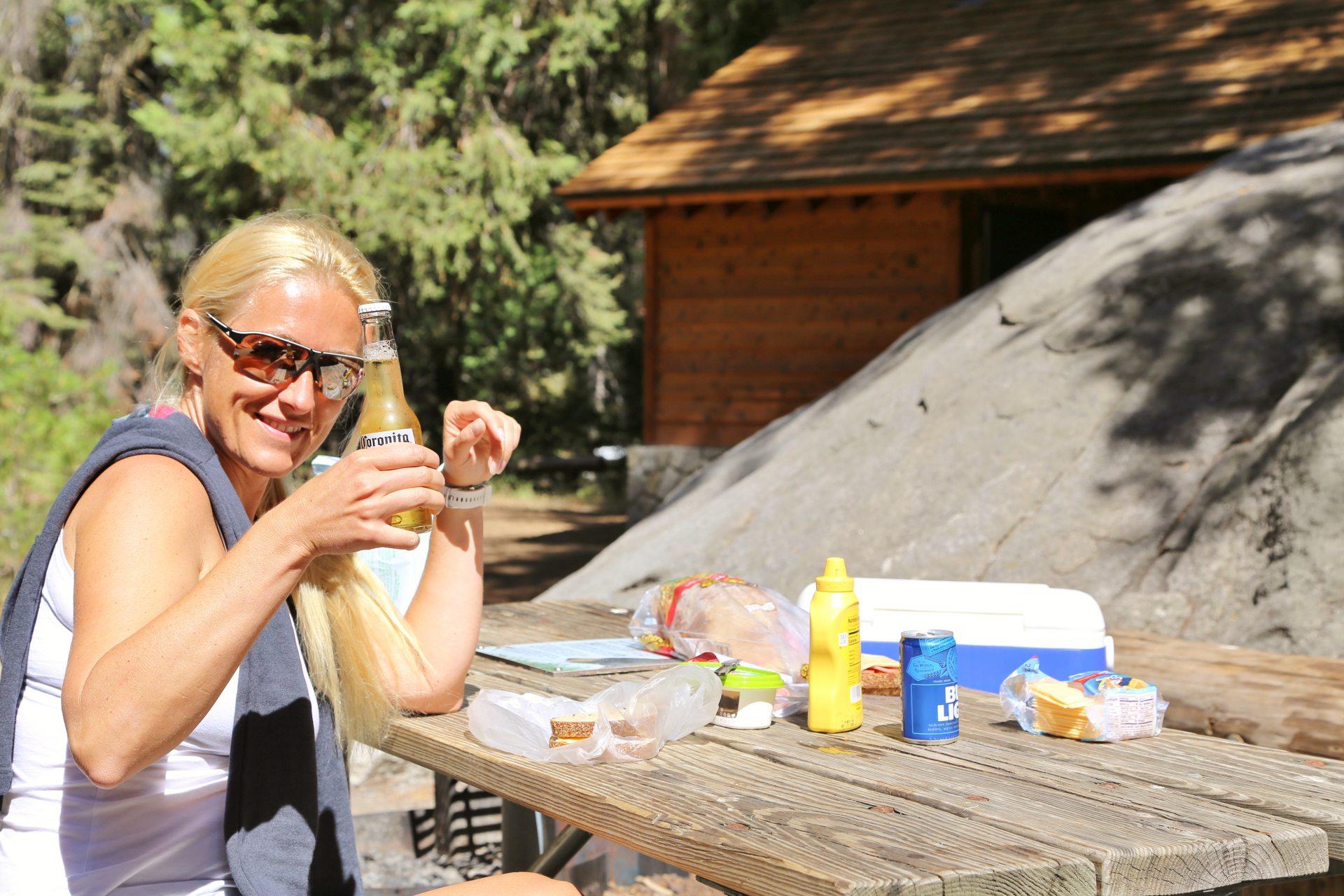 Pinewood Picnic Area - Blondine, Kalifornien, Personen, Portrait, Porträt, Sequoia National Park - HOFBAUER-HOFMANN Sofia - (Pinewood, Sequoia National Park, California, Vereinigte Staaten)
