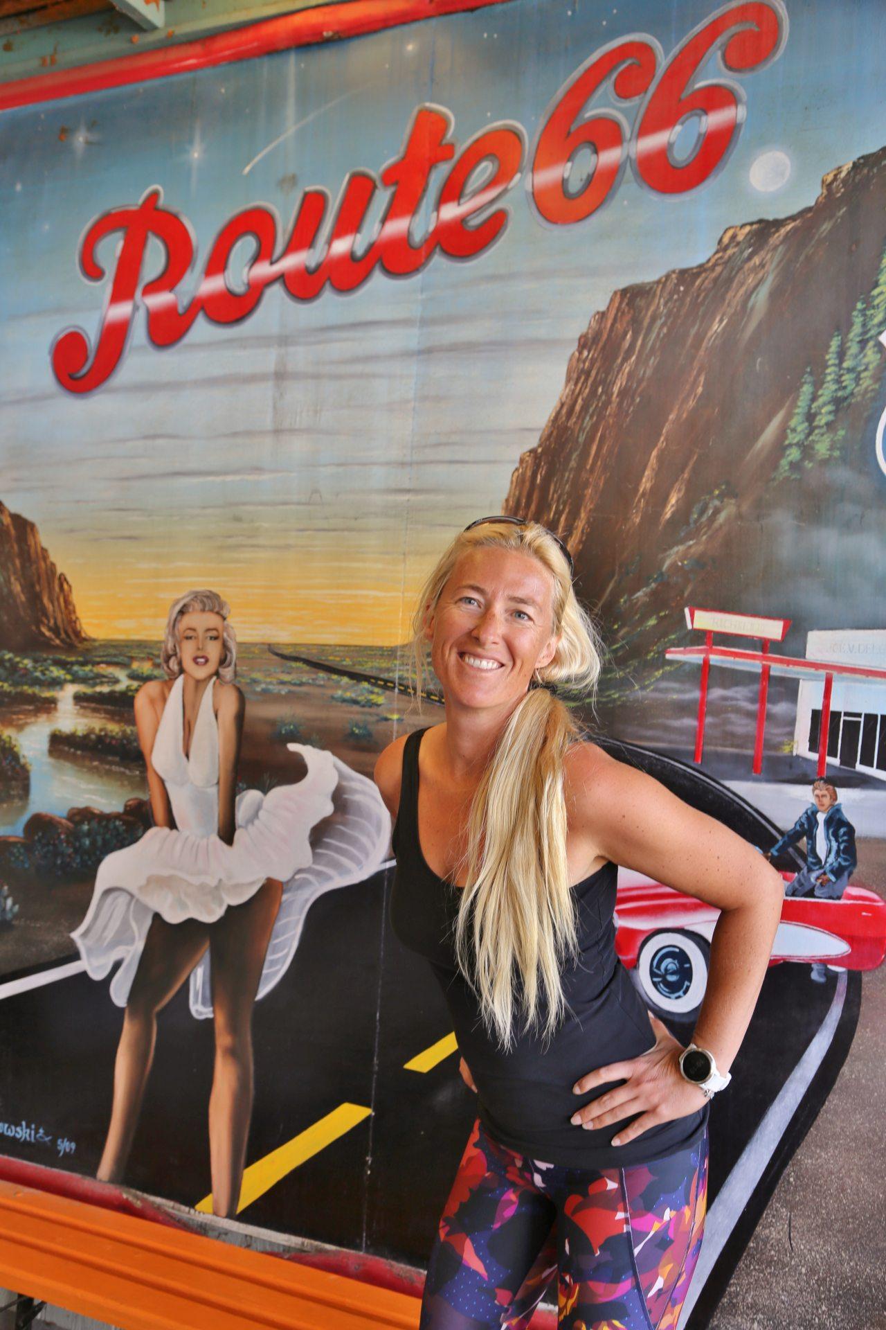 Die Marylin kriegts doch besser hin! - Arizona, Blondine, Marilyn Monroe, Personen, Plakat, Portrait, Porträt, Poster, Route 66, Seligman - HOFBAUER-HOFMANN Sofia - (Seligman, Arizona, Vereinigte Staaten)