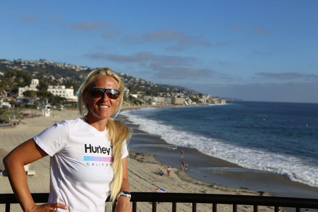 Ich üb schon mal das amerikanische Surfergirllächeln - Aussicht, Blondine, Fernsicht, Himmel, Kalifornien, Laguna Beach, Landschaft, Meer, Natur, Ozean, Panorama, Personen, Portrait, Porträt, Strand, Wasser - HOFBAUER-HOFMANN Sofia - (Laguna Beach, California, Vereinigte Staaten)