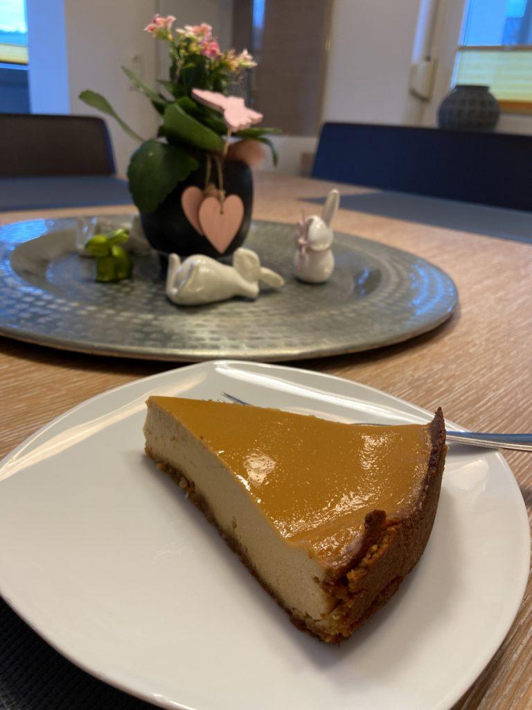 Diese Ecke ich gleich in meinen Mund stecke. - Backen, Cheesecake, Essen, gebacken, Homemade, Käsekuchen, Kuchen, Lebensmittel, Low Carb, Mehlspeise, Selbstgemacht, Süßspeisen, Süßwaren, Törtchen, Zuckerfrei - (Niederleis, Niederösterreich, Österreich)