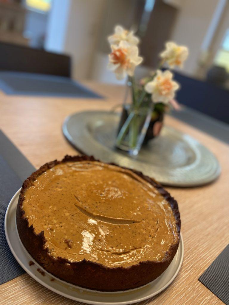 Wenn sogar die Torte lacht, hast du alles richtig gemacht! - Backen, Cheesecake, Essen, gebacken, Homemade, Käsekuchen, Kuchen, Lebensmittel, Low Carb, Mehlspeise, Selbstgemacht, Süßspeisen, Süßwaren, Törtchen, Zuckerfrei - (Niederleis, Niederösterreich, Österreich)